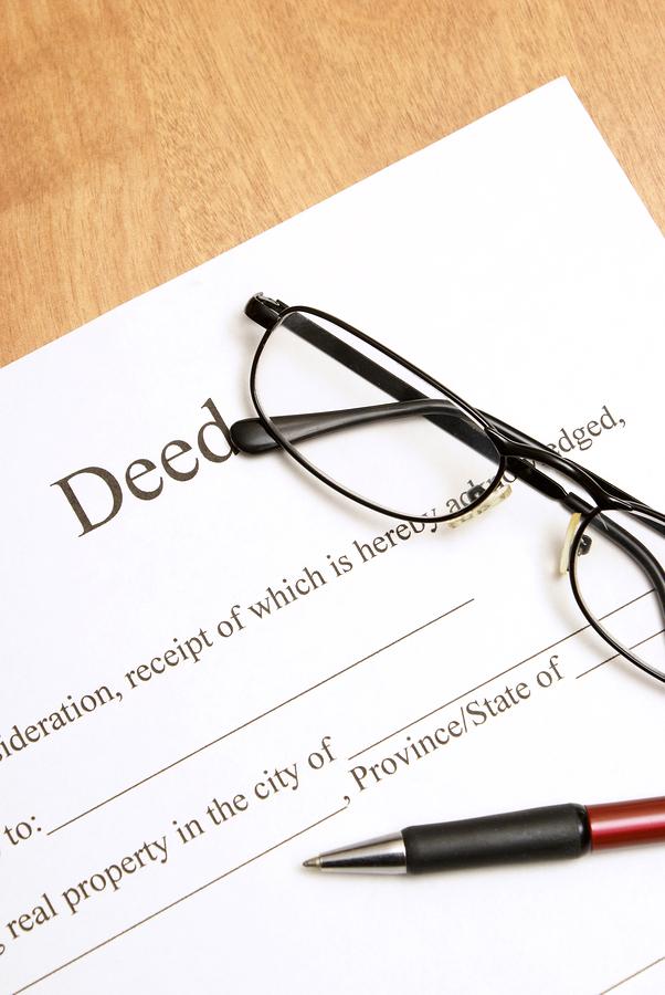 deed_glasses_pen